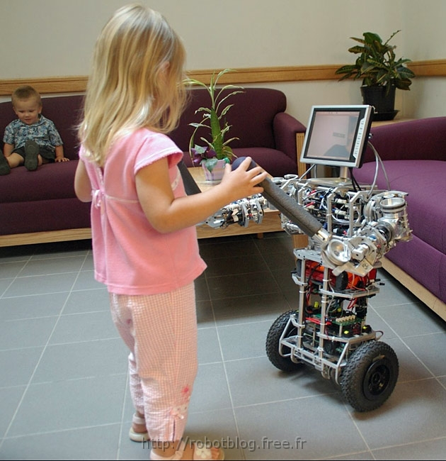 Ubot 5 le robot docteur secouriste robot blog - Les robots domestiques ...