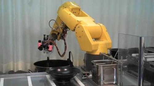 Les robots chefs cuisiniers dans un restaurant japonais for Cuisinier bras