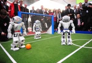 CEBIT 2010 - Robots Nao jouent au Football #1