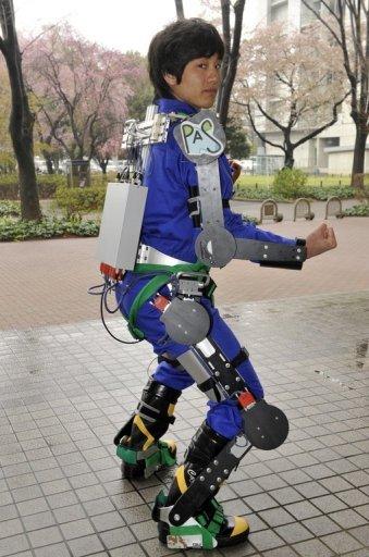 retour vers le futur! Exosquelette-Motoris%C3%A9-Agriculteurs-Power-Assist-Suit-01