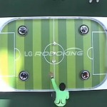 Hom-Bot - RoboKing - Robot Aspirateur de LG joue au FootBall #2