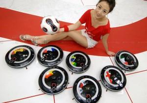 Hom-Bot - RoboKing - Robot Aspirateur de LG joue au FootBall #4