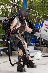 Xos 2 - Exosquelette de Raytheon Sarcos #1