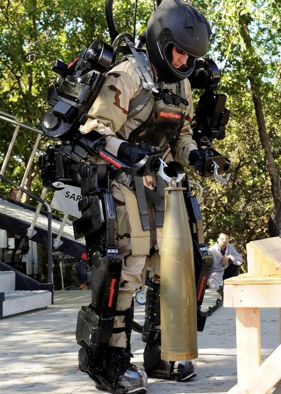 Xos-2-Exosquelette-Raytheon-Sarcos-07.jp
