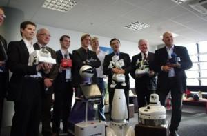 Gostai dévoile son robot au Ministre de la Relance lors d'un événement organisé par Syrobo #1