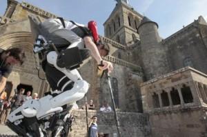 Un Japonais handicapé au Mont-Saint-Michel grace a robot exosquelette #1