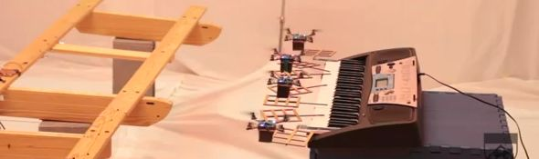 Des robots Quadrotors jouent le thme musical de James Bond #1