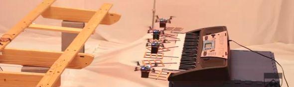 Des robots Quadrotors jouent le thème musical de James Bond #1