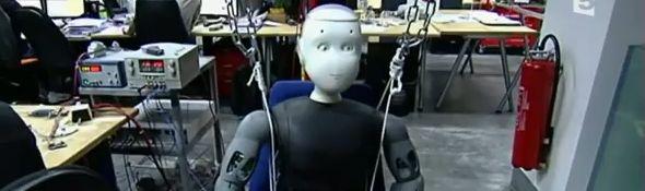 Roméo - le Robot d'Aldebaran Robotics dans un reportage TV - Bandeau #1