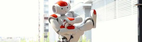 """Le robot Nao présente """"The Evolution Of Dance"""" - Vidéo - #1"""