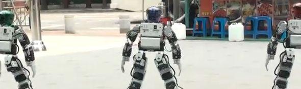 Des Robots Bioloid parodient Gangnam Style #1